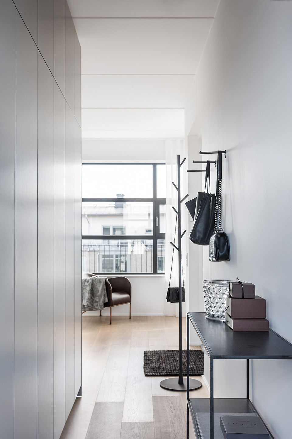 modern-apartment-in-neutral-colors-9