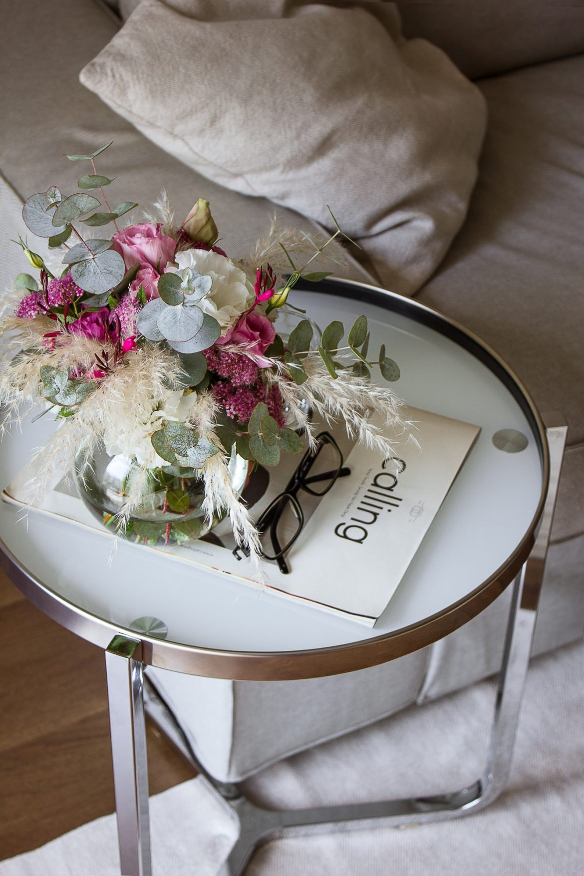 Chrome side table | Flowers